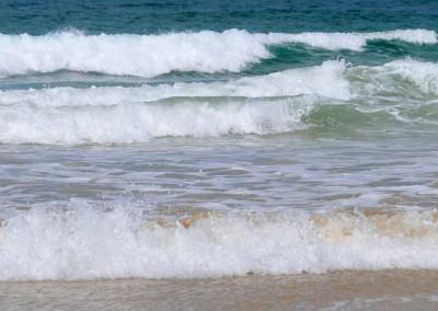 Les vagues sur la plage de Sables d'Or les Pins
