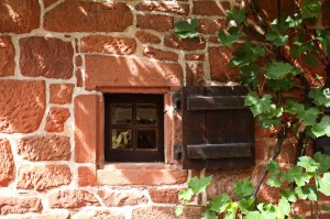 Petite fenêtre et volet