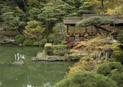 Cabane près de l'étang de côté