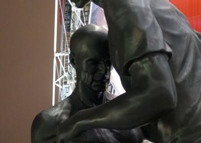 Oeuvre d'Abdessemed : statue de Zidane et Materazzi