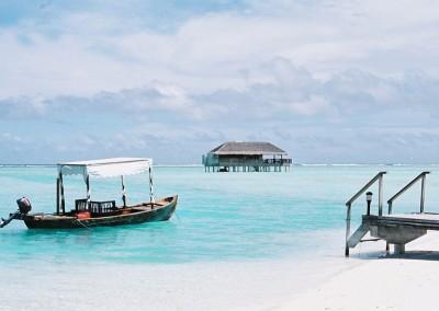Ponton Dohni honeymoon villa