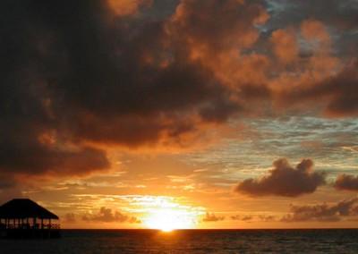 Coucher de soleil et debut de nuit aux Maldives