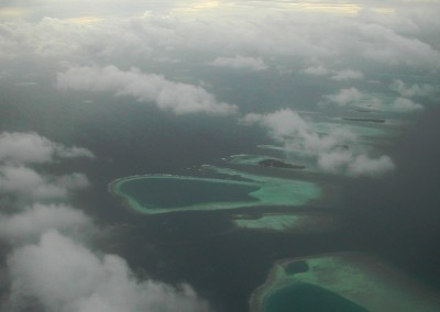 Survol des Maldives en avion
