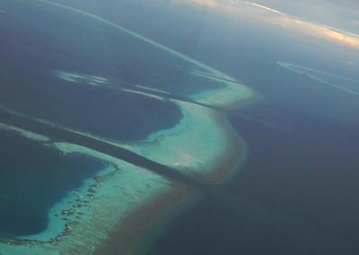 Les atolls des Maldives vus depuis un hydravion