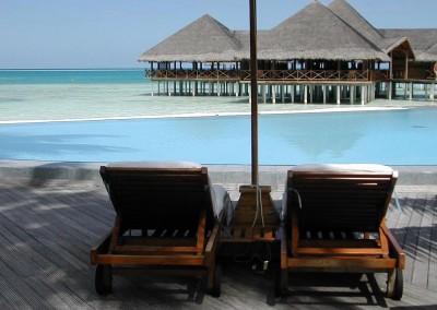 Les transats d une ile hotel aux Maldives