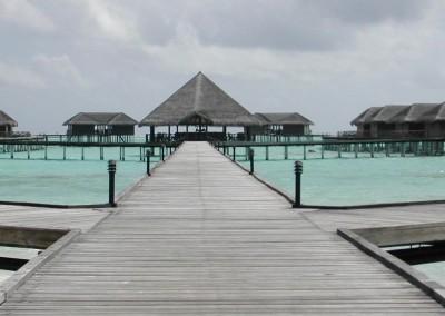 Le ponton menant aux water villas