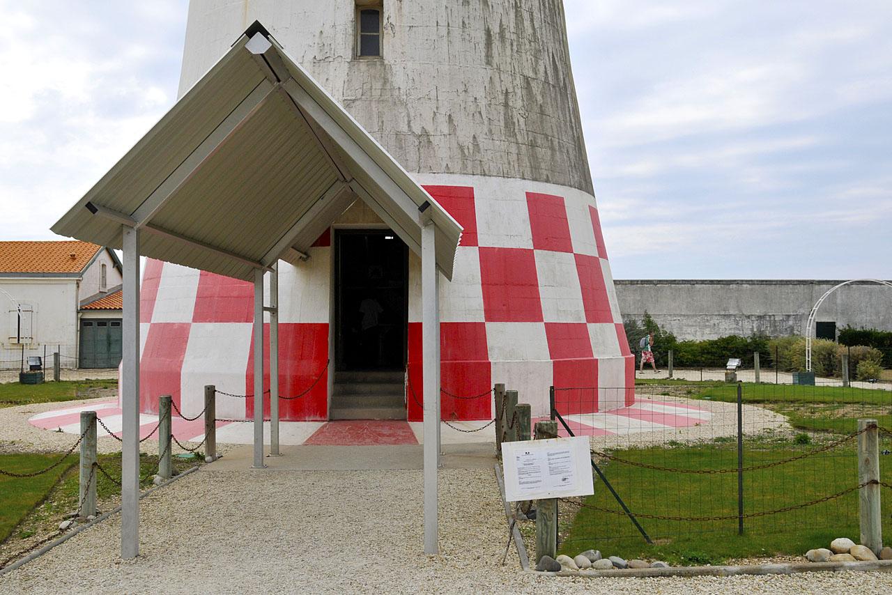 Porte d'entrée du phare de La Coubre
