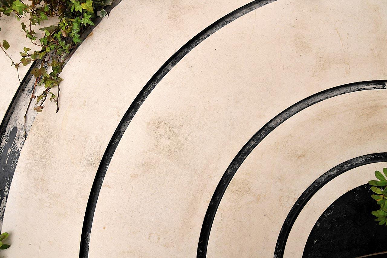 La tombe d'Alain Bashung ressemble à un disque vinyle