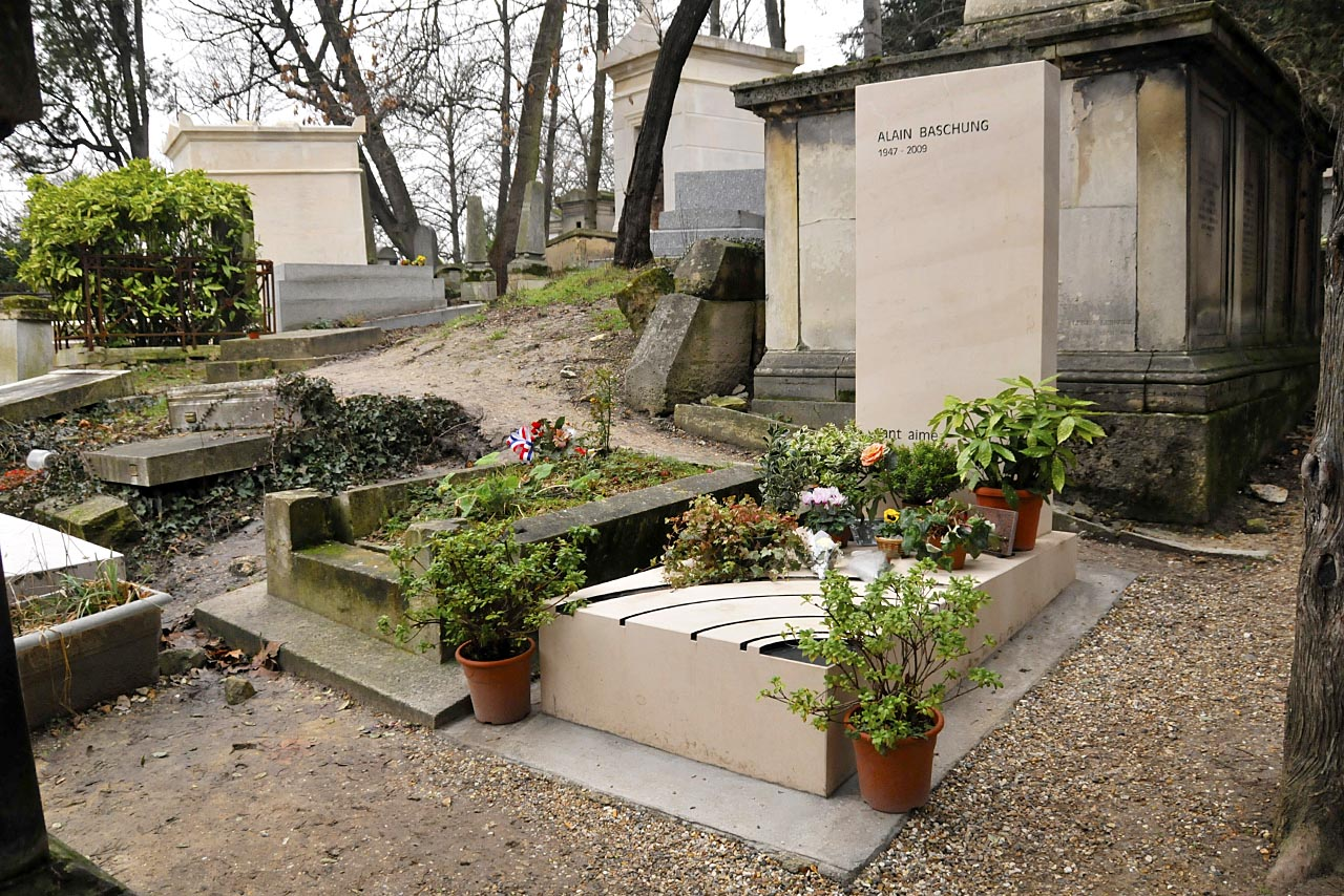 La tombe d'Alain Bashung et son environnement