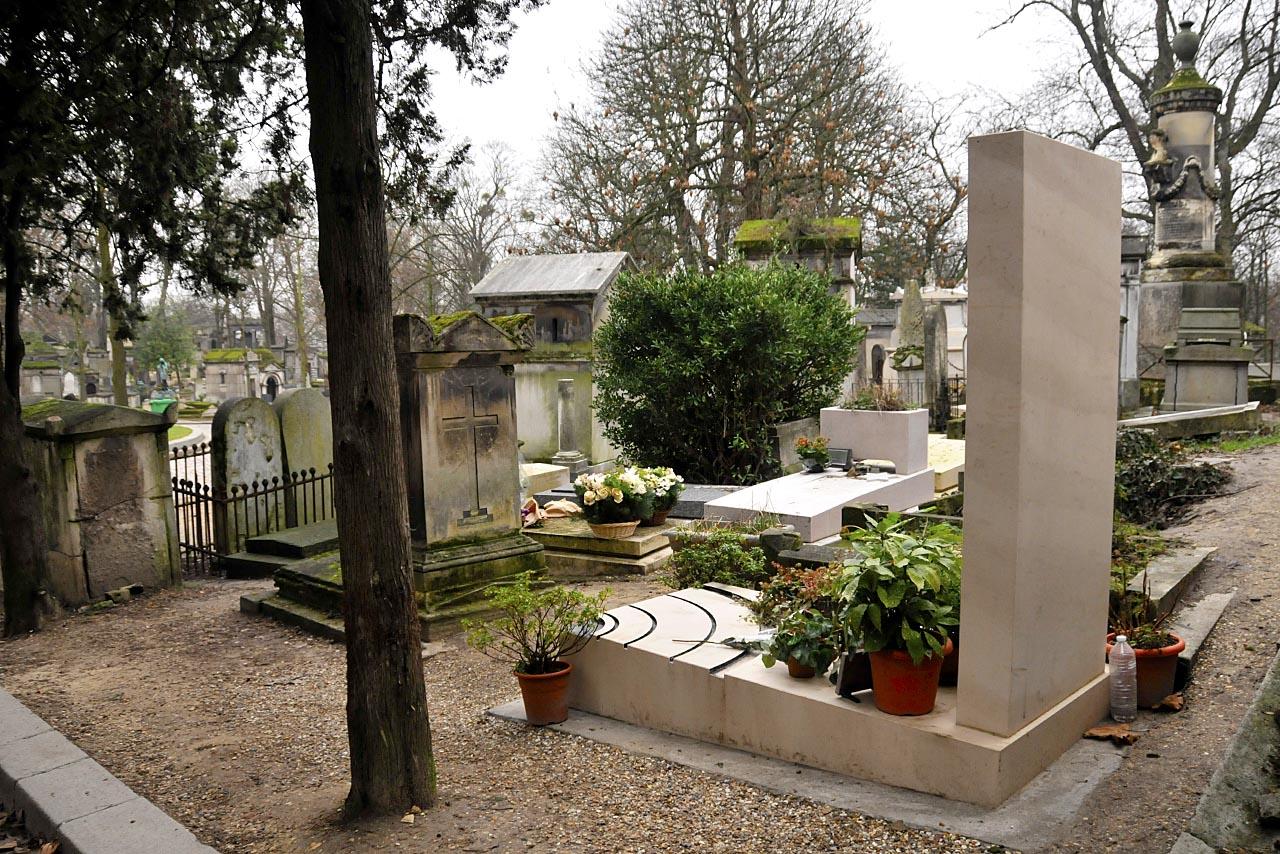 L'arrière de la tombe d'Alain Bashung