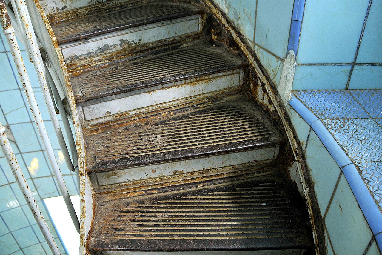 Détail de marches d'escalier du phare de La Coubre