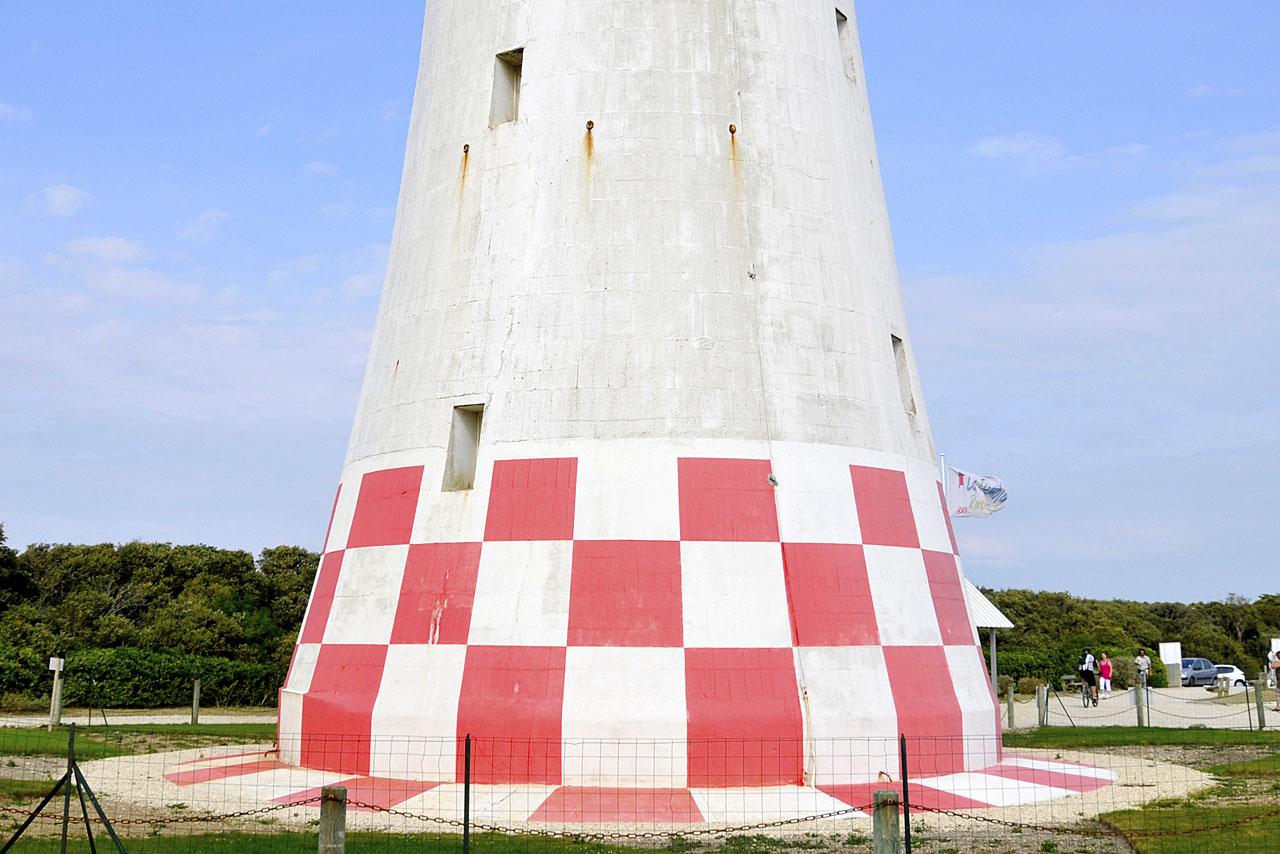 Le bas du phare de La Coubre