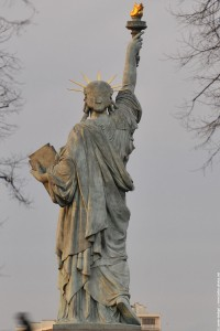 statue au petit matin