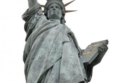 La statue de la liberte ciel blanc