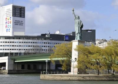 La statue de la liberte au bout de l'île aux cygnes