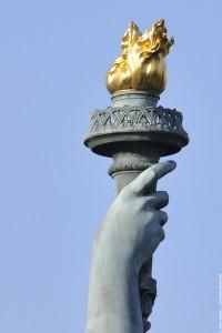 La torche de la statue de la liberte de dos