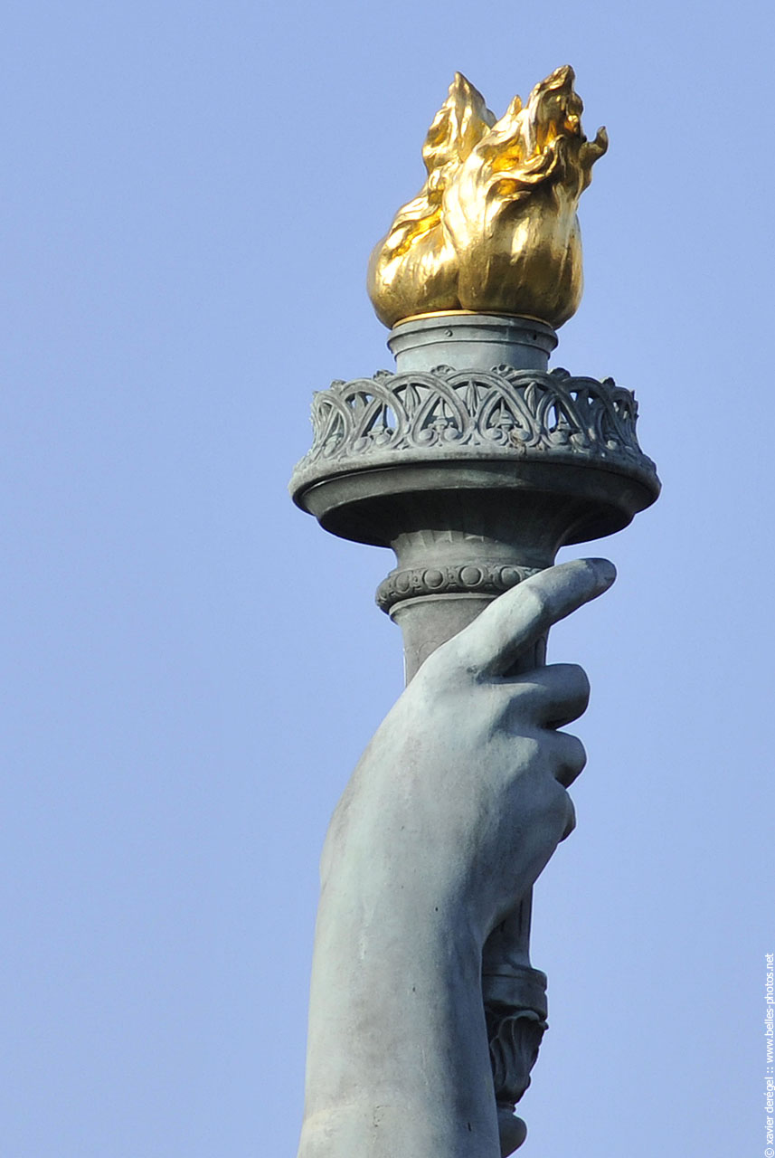 statut-de-la-liberte-torche