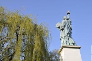 Statue de la liberte de dos socle