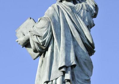 Le haut de la statue de la liberte de dos