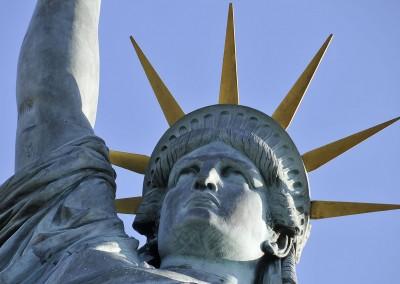 La tête de la statue de la liberte - Paris