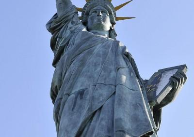 La statue de la liberte Paris
