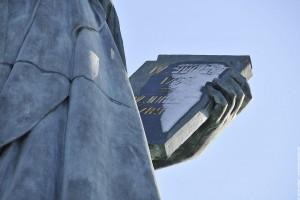 Le livre de la statue de la liberte de Paris