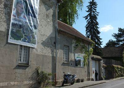 La façade du 32 rue du moulin (maison de Claude François) à Dannemois