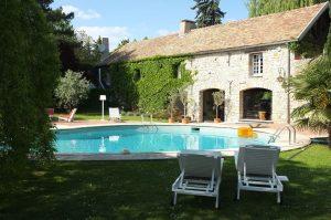 La piscine au moulin de Claude François