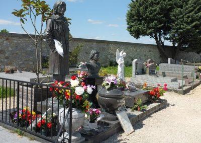 Tombe et statue de Claude François