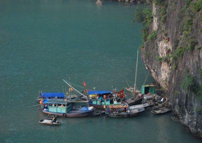 Baie d'Halong : embarcations de pêcheurs