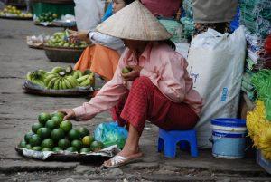 Marchandes à Dong Ba, Hué