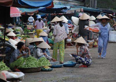 Les allées du marché Dong Ba, Hué