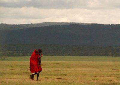 Hommes dans une réserve naturelle kényane