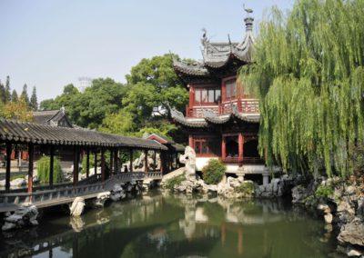 Plan d'eau et pont au jardin Yuyuan