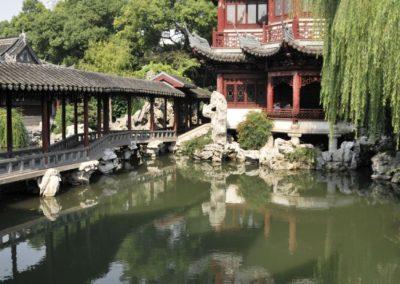 Plan d'eau et pont au jardin Yuyuan - Shanghai