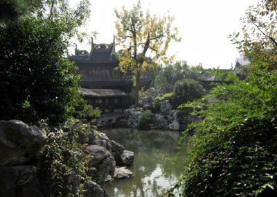 Vue sur un plan d'eau au jardin Yuyuan, Shanghai