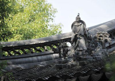 Statue sur une toiture du jardin Yuyuan