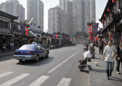 Dans les rues vivantes de Shanghai