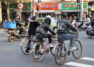 Vélos au feu rouge - Shanghai